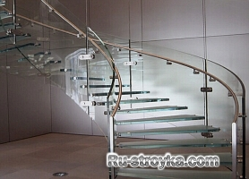 Лестницы из стекла и метала