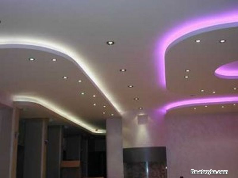 Натяжные потолки в сочетании с грамотно подобранным освещением создадут бес
