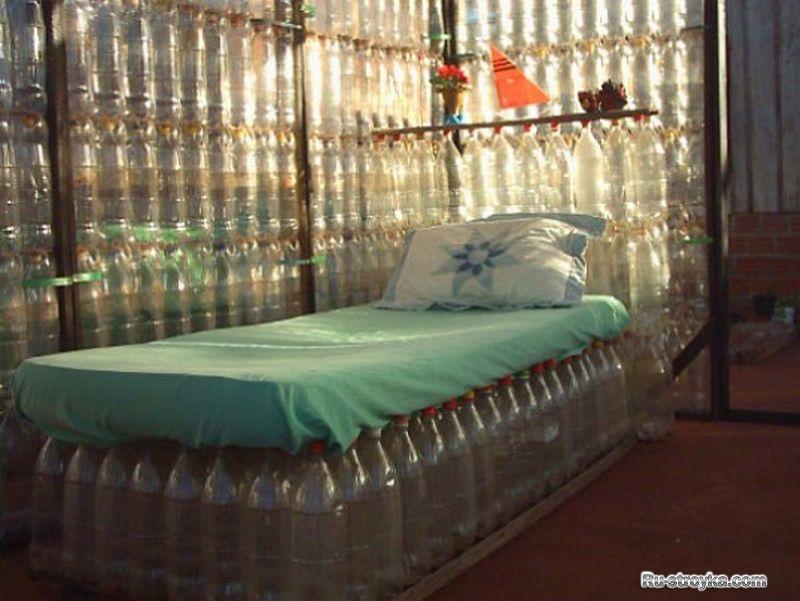 Строительство из пластиковых бутылок.