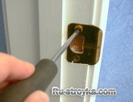 Как заменить дверную ручку.