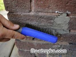 Восстанавливаем швы у кирпичной кладки.