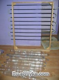 Как построить дешевый солнечный подогреватель воды из переработанных алюминиевых банок.