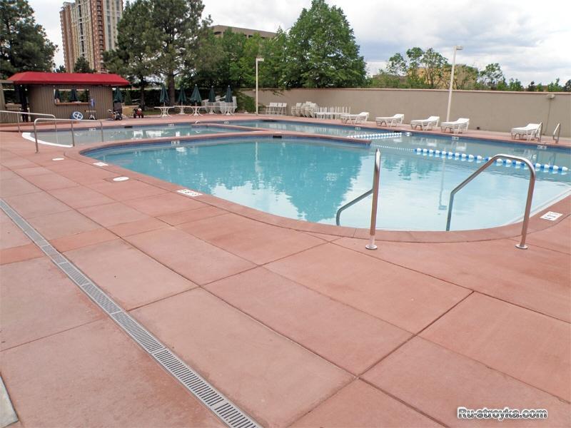 Покрытия возле бассейнов