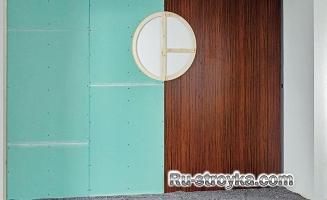 Декорирование стены при помощи ламинированной панели, гипсокартона и обоев.