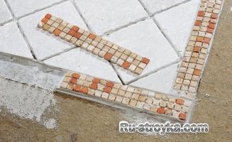 Сочетание керамической плитки с паркетом.