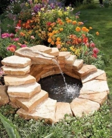 Фонтан из природного камня.