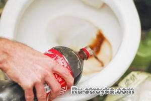 Как очистить унитаз при помощи Кока-Колы.