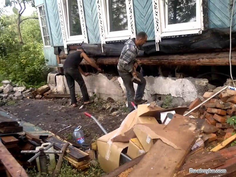 С реконструкцией дома могут справиться 3-5 человек